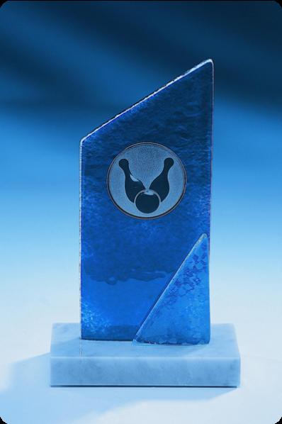 Szklana statuetka z niebieskiego szkła