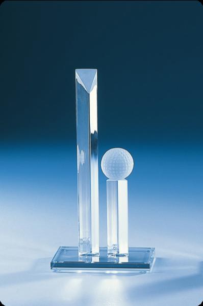 Niezwykła forma statuetki szklanej