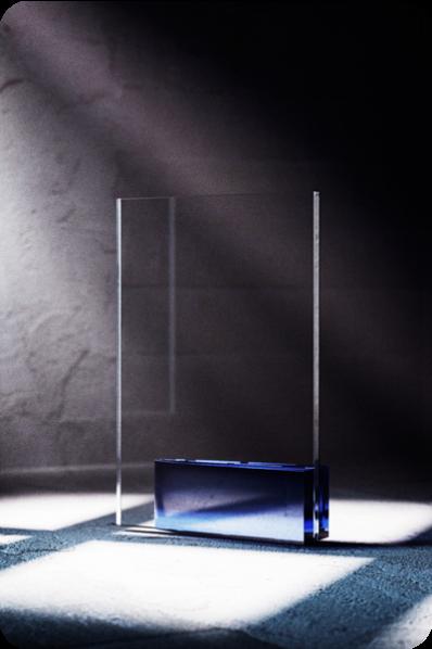 Niebieska statuetka szklana